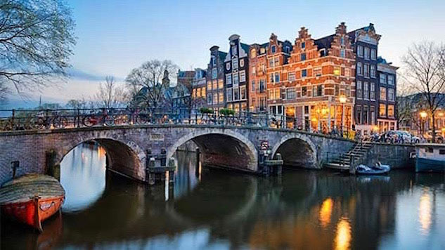 places to see in amsterdam,amsterdam,the canal belt,stedelijk museum amsterdam,vondelpark,rijksmuseum,de oude kerk