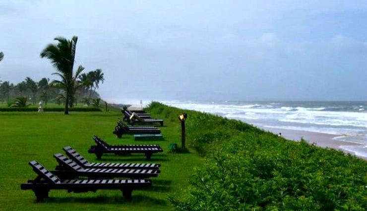 गोवा की इन 5 जगहों पर ले हल्की बारिश के साथ घूमने का मजा