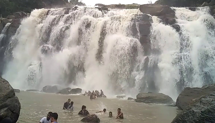 places to visit in ranchi,ranchi tourism,jagannath temple,hundru falls,dassam falls,nakshatra van,rock garden