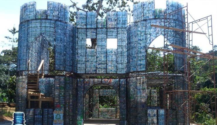 nigeria,bottles house,weird house,house made with plastic bottles,weird story hindi,omg,ajab gajab news ,नाइजीरिया,प्लास्टिक की बोतल से घर,वीयर्ड स्टोरी,अजब गजब खबरे हिंदी में