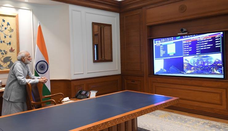 'चंद्रयान-2' : लॉन्चिंग को PM मोदी ने देखा लाइव, ट्वीट कर बोले- 130 करोड़ लोगों के लिए गर्व की बात