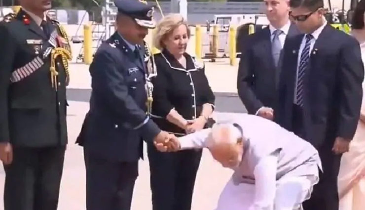 अपने पद की परवाह किए बगेर PM मोदी ने US में किया ऐसा काम, देख हैरान रह गए लोग #VIDEO