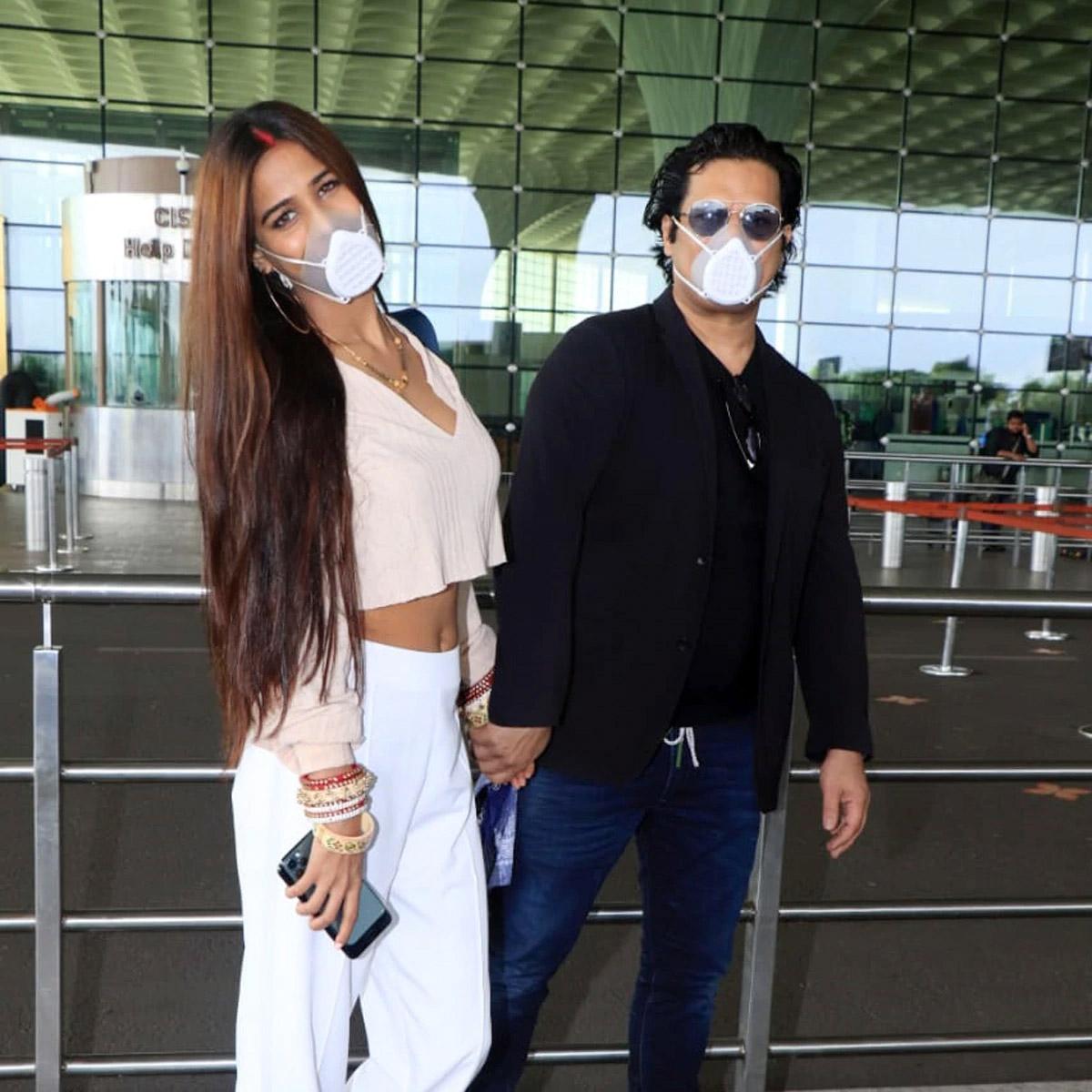 poonam pandey,sindoor,chooda,poonam pandey marriage,husband,airport,entertainment ,पूनम पांडे