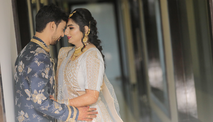 5 Poses for Bride and Groom That Will Never Go Out of Fashion