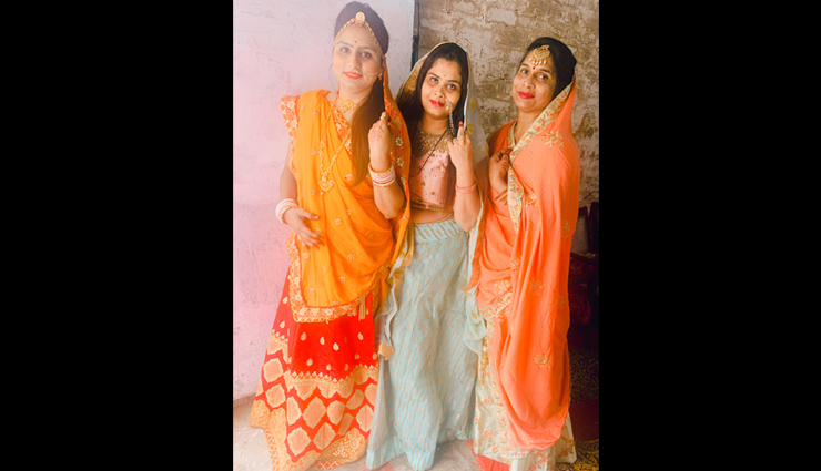 mothers day 2020,poses to try with mother,mother daughter poses,trending poses to try
