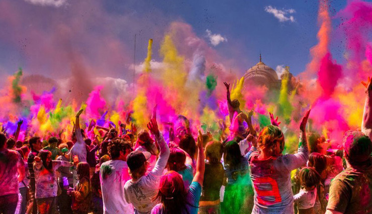 Holi 2019- 5 Ways To Treat Your Skin and Hair Post Holi
