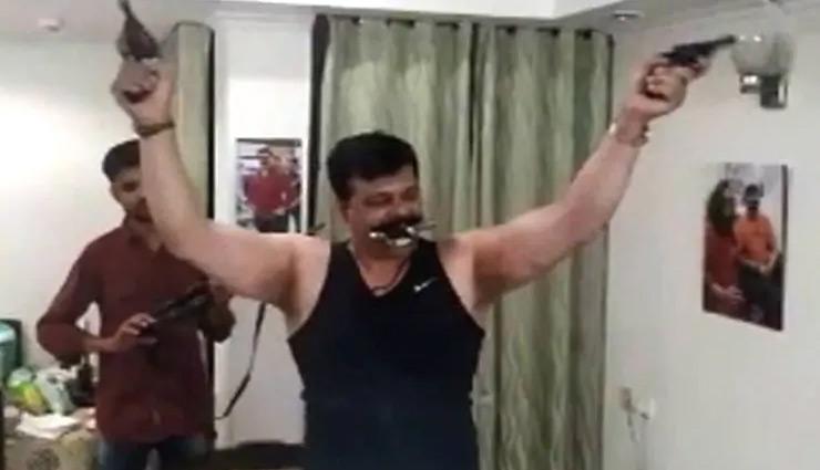 pranav champion,brandishes,arms,party,supporters,bjp,bjp mla ,भाजपा,विधायक, प्रणव चैंपियन,हथियार, पार्टी, समर्थक