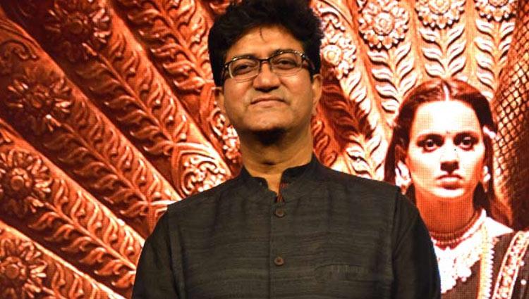 देशभक्ति को अपनी 'सुविधा' नहीं बनाना चाहिए : प्रसून जोशी