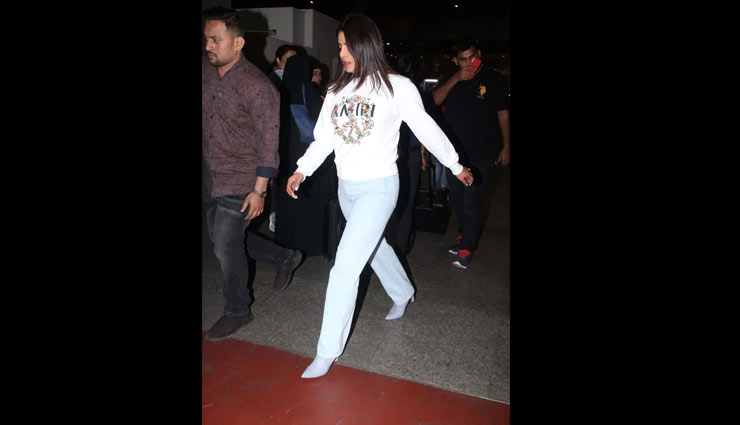 young girl fan moment with priyanka chopra,priyanka chopra,priyanka chopra video,entertainment news