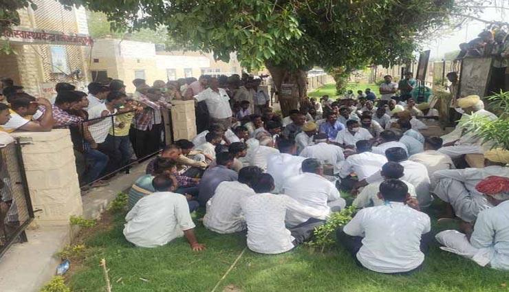 जोधपुर : हाई वोल्टेज करंट प्रवाहित होने से जले बिजली के उपकरण, करंट की चपेट में आने से युवक की मौत