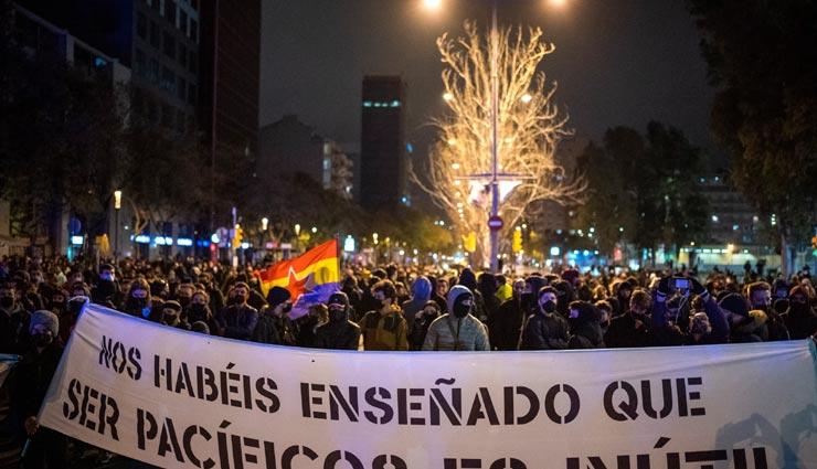 स्पेन में सड़कों पर उतरे हजारों लोग, जेल में बंद रैप कलाकार पाब्लो हासेल का कर रहे समर्थन