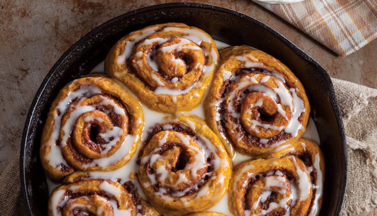 pumpkin cinnamon rolls,rolls recipe,pumpkin recipe,desserts recipe