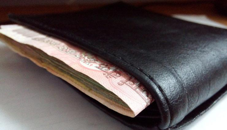 पर्स में हमेशा विराजमान रहेगी माँ लक्ष्मी, अगर इसमें रखेंगे ये चीजें