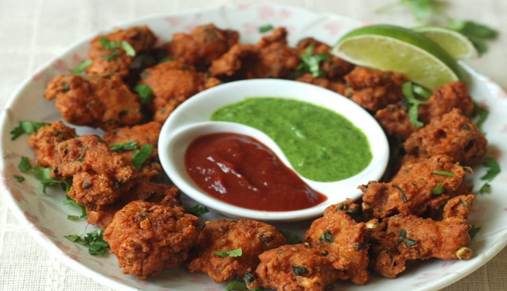 pyaz ke pakode recipe,recipe,sawan recipe,monsoon recipe ,प्याज़ की पकोड़ी,रेसिपी,सावन रेसिपी
