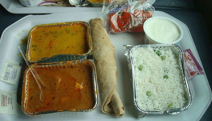 कैसे बन रहा है रेलवे की कैंटीन में आपके लिए खाना, देखे घर बैठे इस तरह