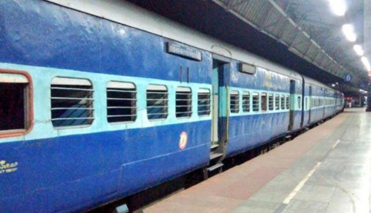 massage service plan cancel,massage service,train cancel,indian railway,news,news in hindi ,भारतीय रेलवे,चलती ट्रेन में मसाज