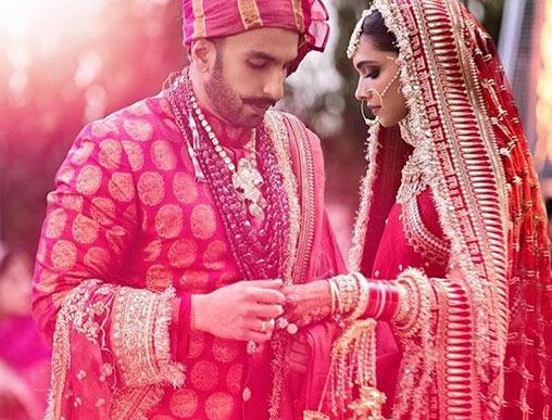 bollywood,ranveer singh,deepika padukone,ranveer deepika marriage pics,marriage pics,deepika ranveer marriage photos ,बॉलीवुड,रणवीर सिंह,दीपिका पादुकोण,रणवीर दीपिका शादी की तस्वीरे