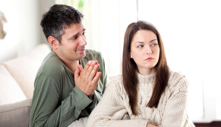 signs she does not love you anymore,she does not love you,how to know she does does not love you,tips to find that girl is not interested in you,mates and me,relationship tips