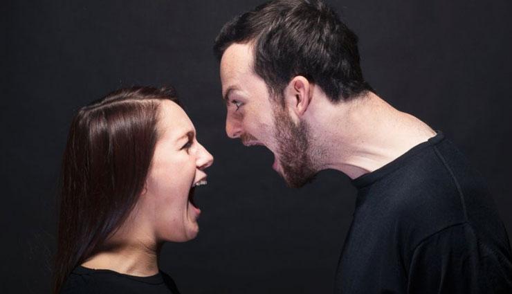 रोज़ की भागदौड़ से ज्यादा इन बातों को सुनकर परेशान रहता है एक शादीशुदा मर्द