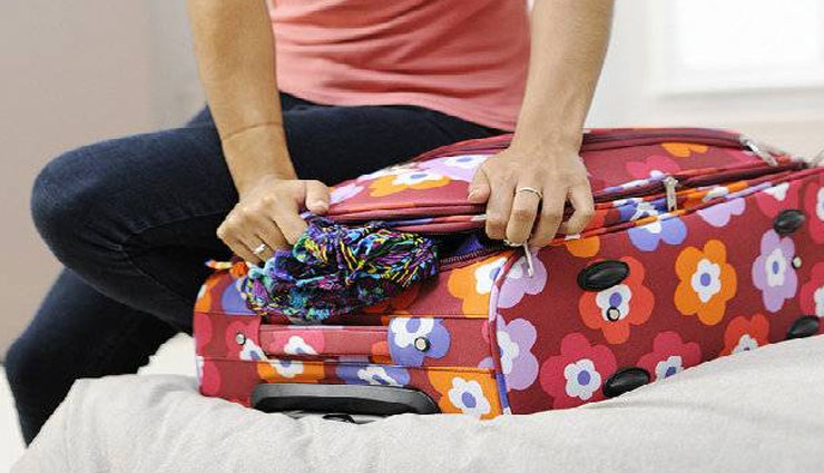 benefits of rolling clothes,clothes packing tips,suitcase packing tips