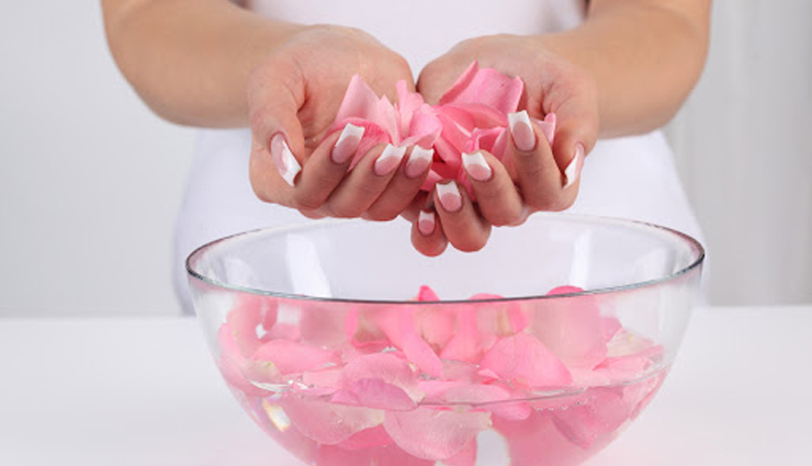 15 Benefits of Using Gulab Jal For Skin and Hair