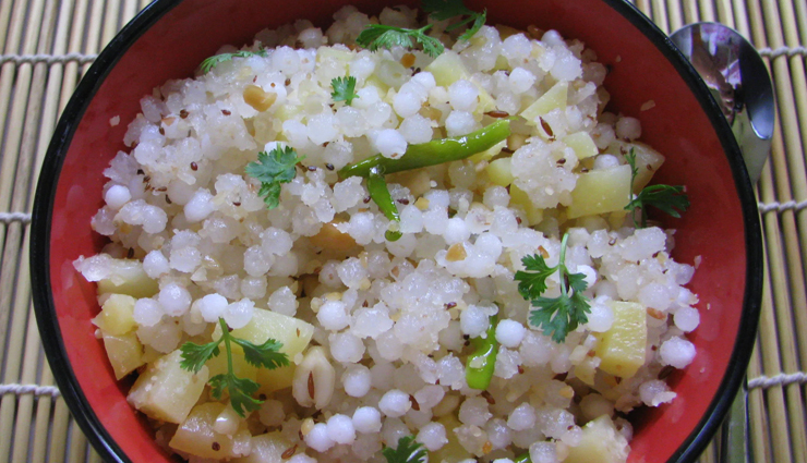 sabudana khichdi,sabudana khichdi recipe,vrat easy recipes,easy recipes,sabudan khichdi at home,sabudana khichdi homemade,navratri recipes,navratri 2020