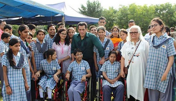 'दबंग 3' के सेट पर विशेष बच्चों के साथ मस्ती करते नजर आए सलमान और सोनाक्षी, तस्वीरें वायरल