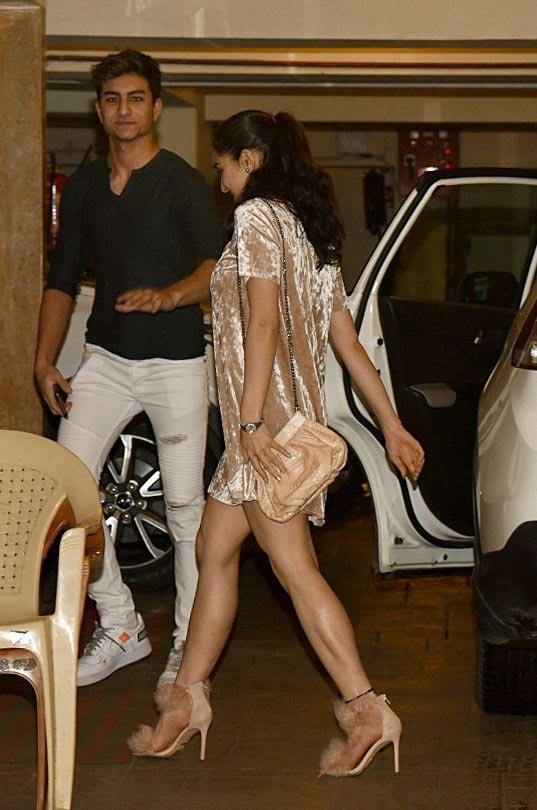 bollywood,saif ali khan,saif ali khan birthday celebration,sara ali khan,Kareena Kapoor Khan ,बॉलीवुड,सैफ अली खान,सारा अली खान,करीना कपूर  खान