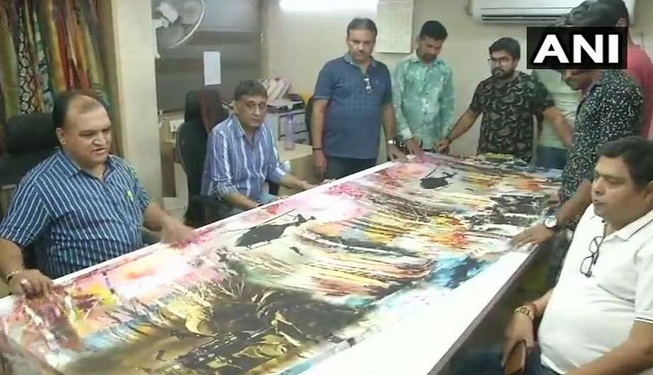 pulwama terrorist attack,indian army,saree,gujarat,india ,साड़ियों पर इंडियन आर्मी की शौर्य गाथा,पुलवामा आतंकी हमला