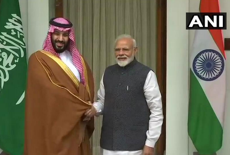crown prince,narendra modi,meeting with crown prince,pm narendra modi receives saudi arabia crown prince ,भारत पहुंचे सऊदी के शाहजादे,मोहम्मद बिन सलमान,सऊदी अरब,पीएम नरेंद्र मोदी,प्रधानमंत्री नरेंद्र मोदी