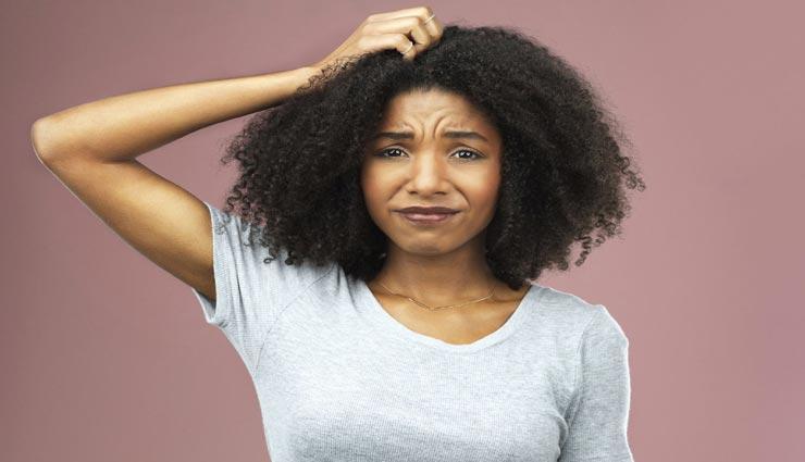 बालों में जमा स्कैल्प कर रहा परेशान, इन घरेलू नुस्खों से दूर होगी सिर की खुजली