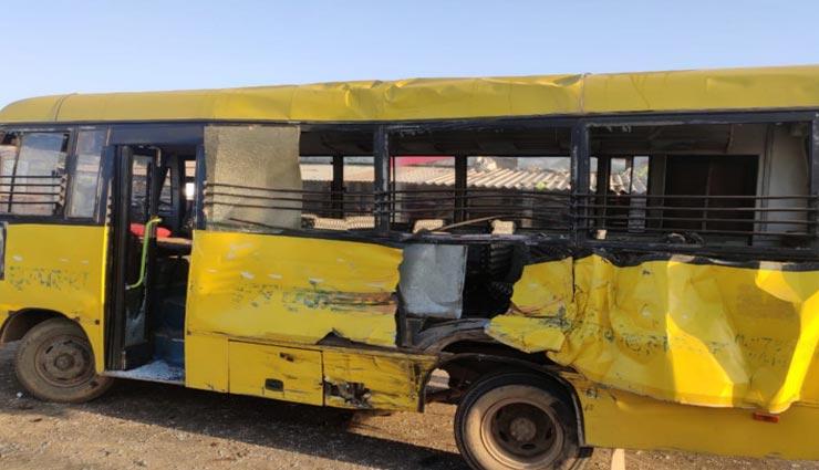 दौसा : स्कूल बस से भिड़ा तेज रफ्तार ट्रक, ग्रामीणों ने निकाला बच्चों को बाहर, 7 बच्चे घायल