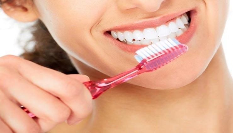 इस तरह करें सही टूथब्रश का चुनाव, बनेगी दांतों और मसूड़ों की सेहत