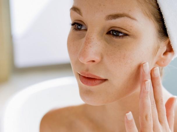 sensitive skin,beauty tips,skin care tips ,ब्यूटी टिप्स, ब्यूटी टिप्स हिंदी में, घरेलू उपाय, सेंसिटिव स्किन की देखभाल, त्वचा की देखभाल, खूबसूरत त्वचा