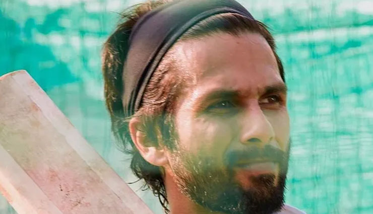 VIDEO- Shahid Kapoor injured after his lower lip gets hit by a ball while shooting for 'Jersey'