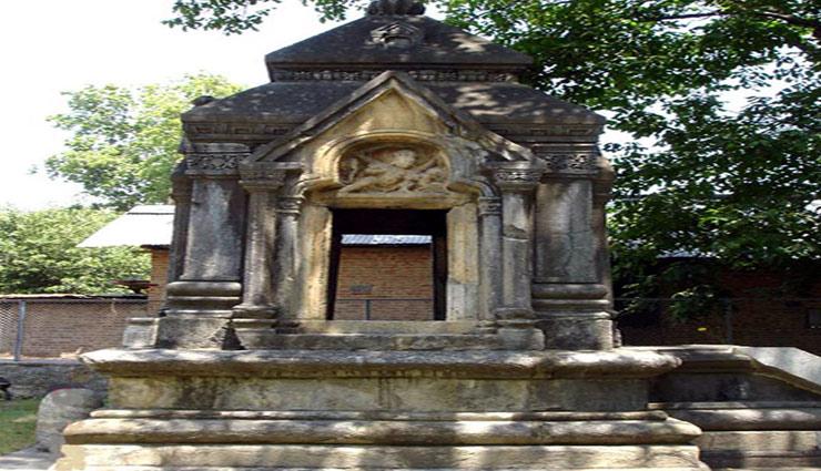 muslim family,hindu temple,sawan travel,sawan ,मुस्लिम परिवार,भगवान शिव का मंदिर,कश्मीर,सावन ट्रेवल