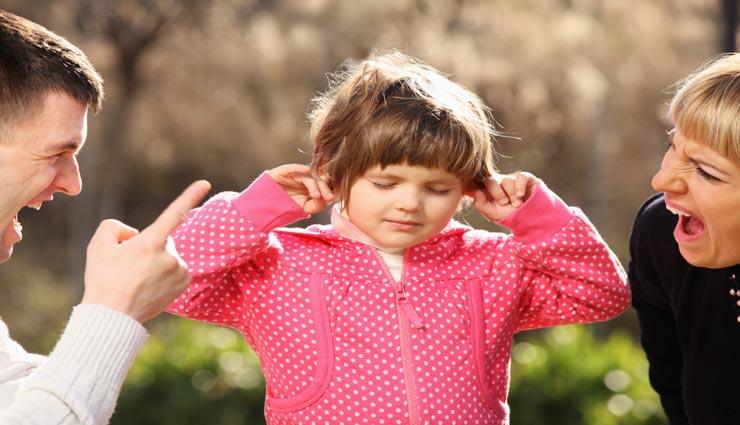 सभी के सामने बच्चों को डांटना नहीं मुनासिब, इन 5 तरीकों से पड़ता हैं बुरा प्रभाव