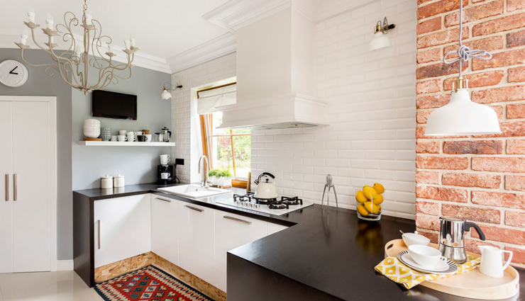 small kitchen more spacious,kitchen decoration tips ,किचन टिप्स, स्मार्ट टिप्स, किचन को बनाए बड़ा, बड़ा किचन