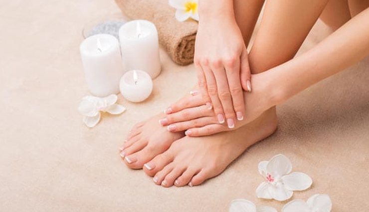 Get Soft Feet in Winter With These 6 Natural Remedies