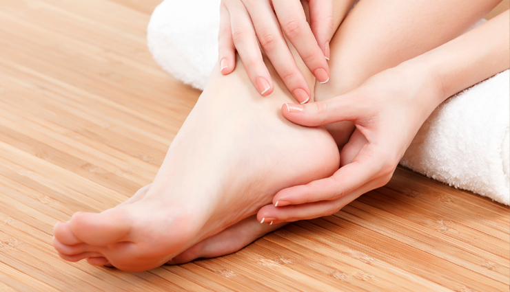 Get Soft Feet in Winter With These 11 Natural Remedies