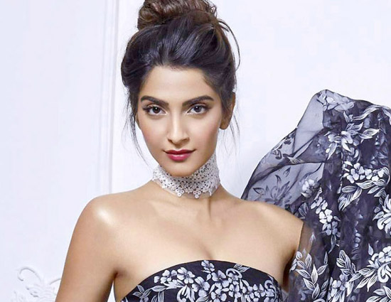 Sonam Kapoor oozes 'oomph' on 'Elle' cover
