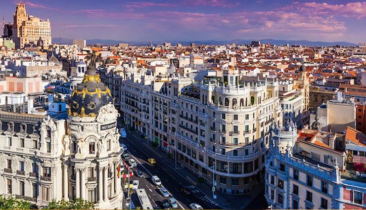 स्पेन : दुनिया के खूबसूरत देशों में से एक, इन शहरों में घूमने का मजा ही कुछ और है...टूरिस्ट हो जाते मोहित