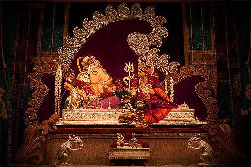 special lord ganesha temple,lord ganesha temple in maharashtra,lord ganesha temple,ganesh chaturthi,maharashtra temple,ganesh chaturthi 2018 ,मनचे गणपति, मनचे पुणे, अष्टविनायक मंदिर, अष्टविनायक, सिद्धिविनायक मंदिर, मुंबई, दगड़ूसेठ हलवाई, पुणे, दशाभुज मंदिर, पुणे,  महाराष्ट्र मंदिर, गणेश चतुर्थी, गणेश मंदिर