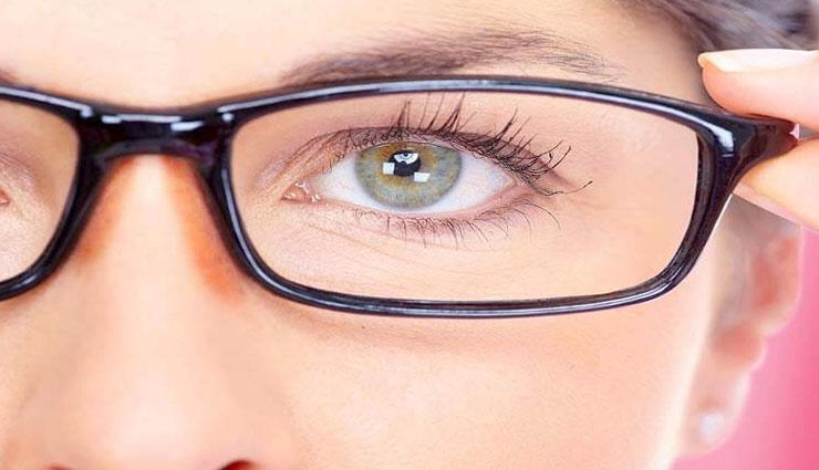आँखों की रोशनी बढाने वाला चश्मा कहीं चहरे की ख़ूबसूरती ना कम कर दे, ध्यान दे इन टिप्स पर