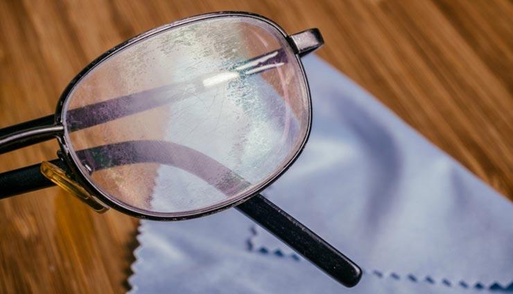 चश्मों पर बने स्क्रेच बन रहे हैं समस्या का कारण, इन टिप्स की मदद से हटाए इन्हें
