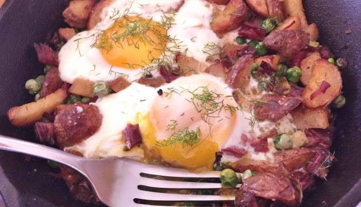 egg recipe,healthy egg recipe,loaded scrambled eggs,english-muffin egg pizzas,brown rice pasta,asparagus,eggs,spring hash with eggs sunny-side up,eggs with herbs