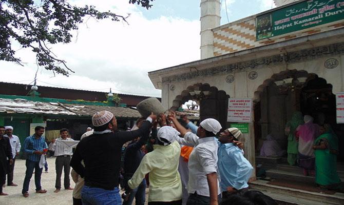 mystery of levitating stone,qamar ali darvesh dargah,pune