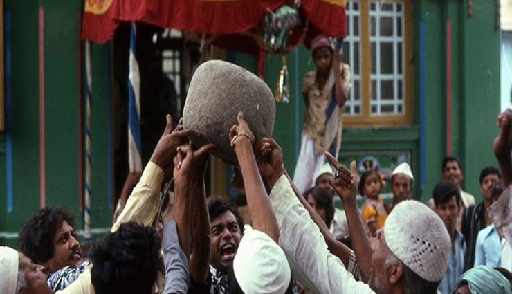 Read About The Mystery of levitating Stone of Qamar Ali Darvesh Dargah