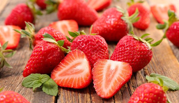 almond strawberry muffins,almond strawberry muffins reicpe,muffins recipe,recipe
