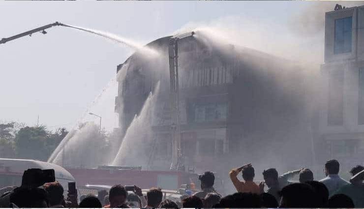 सूरत हादसा: इमारत में तीसरी मंजील बिल्डर ने अवैध रूप से बनाई थी, जो बन गई मौत का जाल